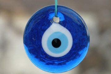 מדוע טיפות למניעת יובש בעיניים לא באמת עוזרות (ומה כן)