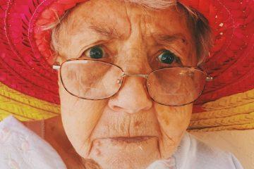 עיסוי מיוחד לניקוז השקיות מתחת לעיניים ולשיפור הראיה